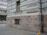 На стенах музея выбиты фамилии репрессированных