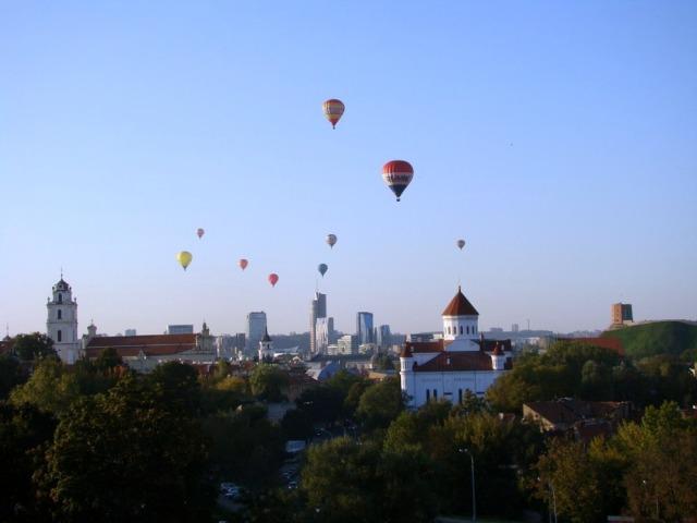 Запуск воздушных шаров.