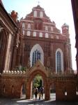 Вход в Бернардинский костел